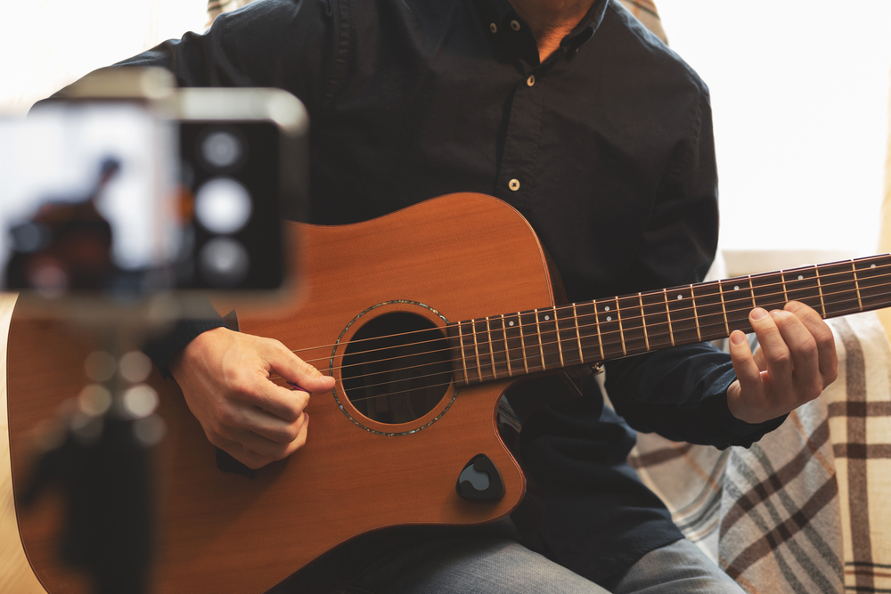 músico em casa