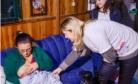 Participantes do programa visitam mãe e bebê em seu domicílio no projeto Crescer