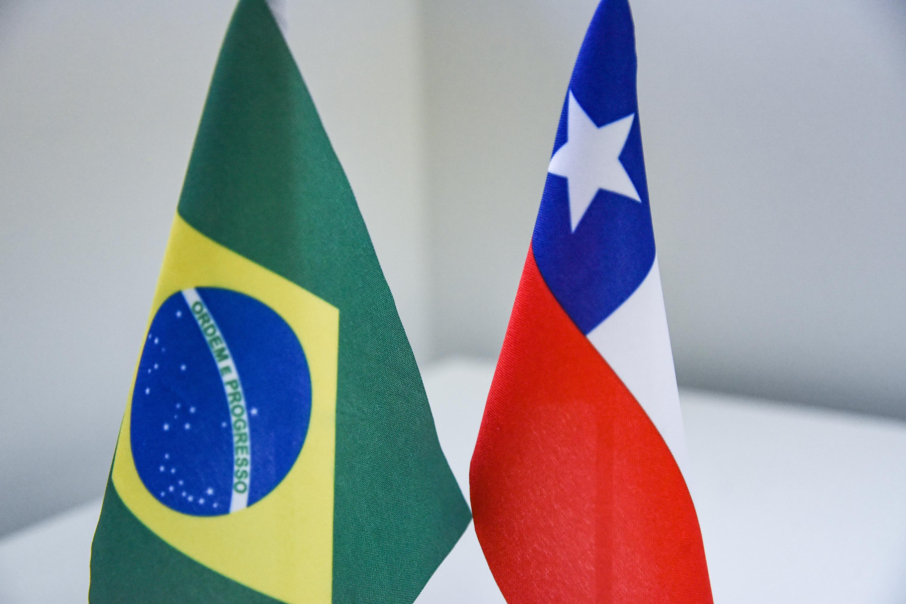 Bandeiras do Brasil e do Chile